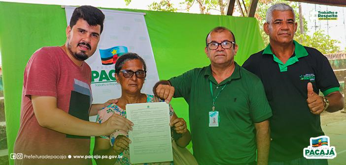 No último sábado (16) estivemos na Vila Bom Jardim, para participar da entrega de CCU's – Contrato de Concessão de Uso da terra. Através da Superintendência do INCRA/Santarém.